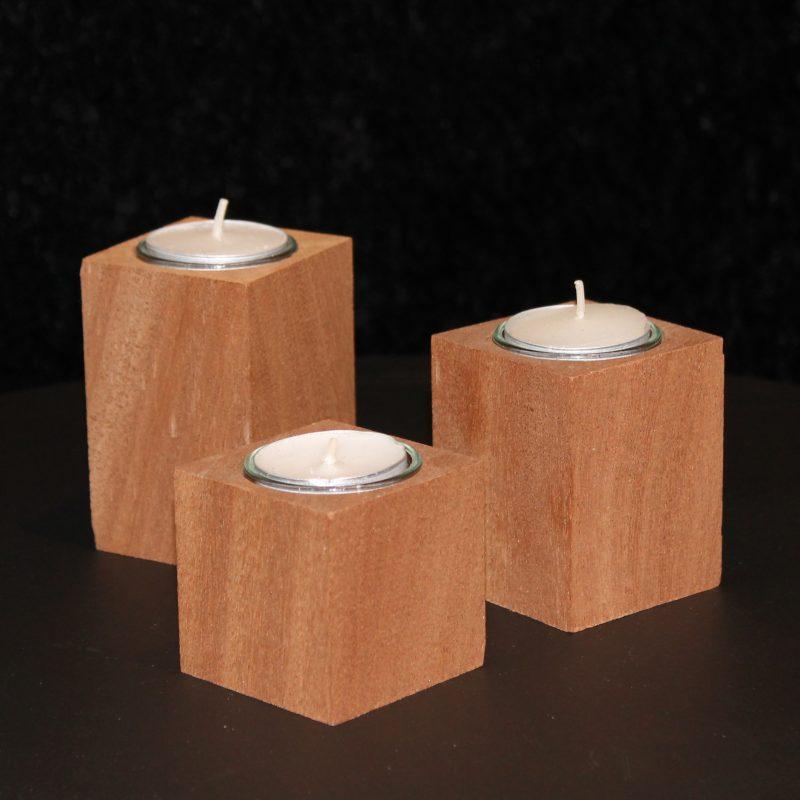 Lysestager i mahogni, til fyrfadslys og kertelys