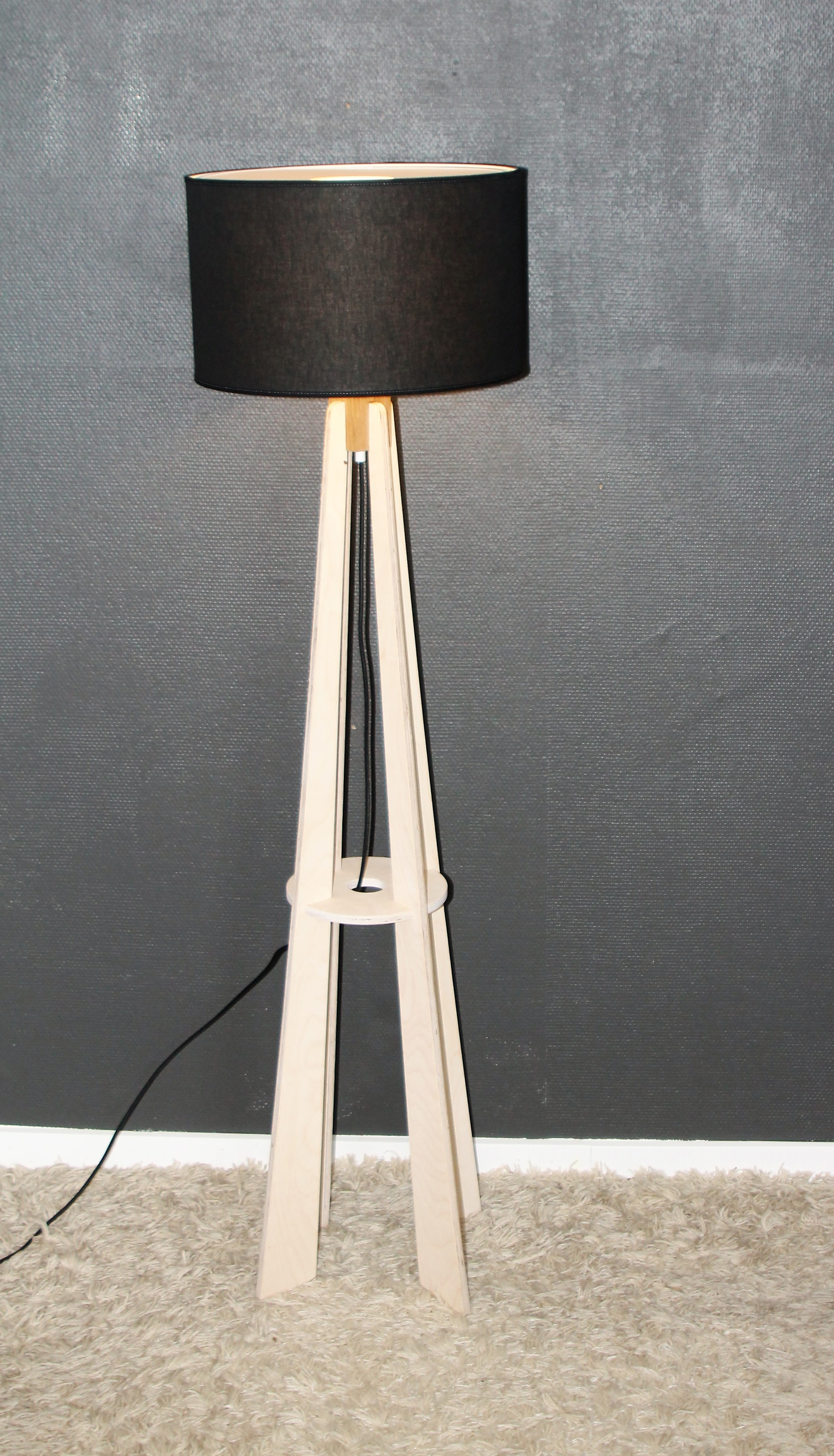 Standerlampe, i birke kryds finér