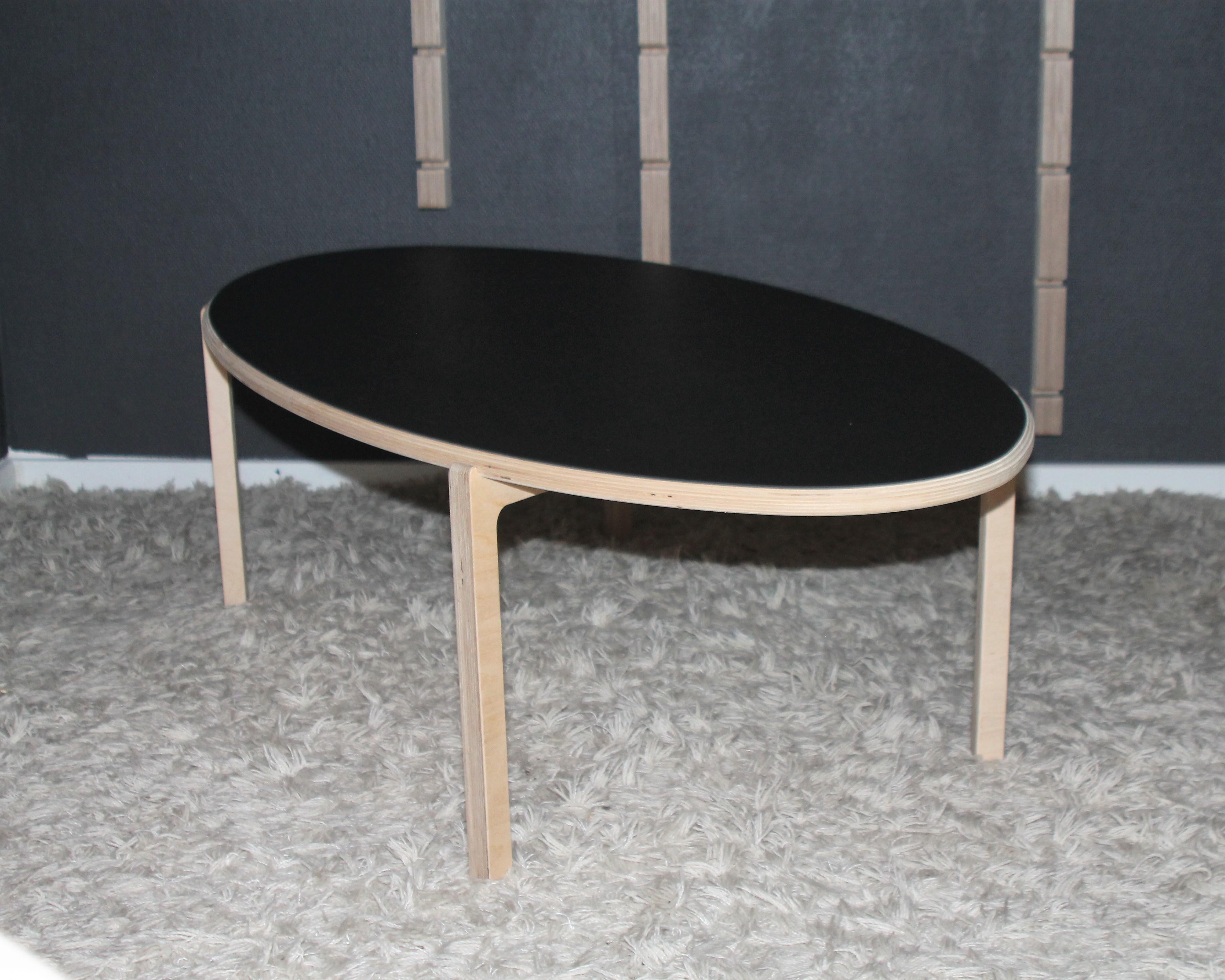 Storslått Smukt ovalt sofabord, som vil passe i ethvert moderne hjem. MT-22