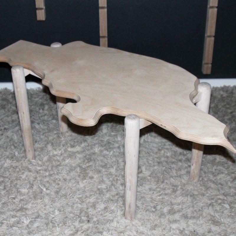 """Sofabord """"Jyllandsbordet"""", et hyggeligt bord til din stue."""