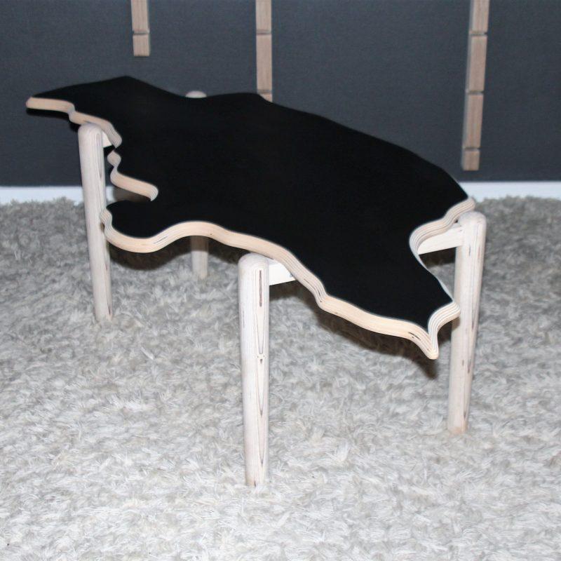 Unikt sofabord med form som Jylland, hygge, charme og sjæl til din stue. Jyllandsbordet.
