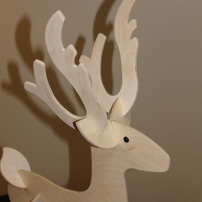Rensdyret Rudolf, træfigur, julefigur